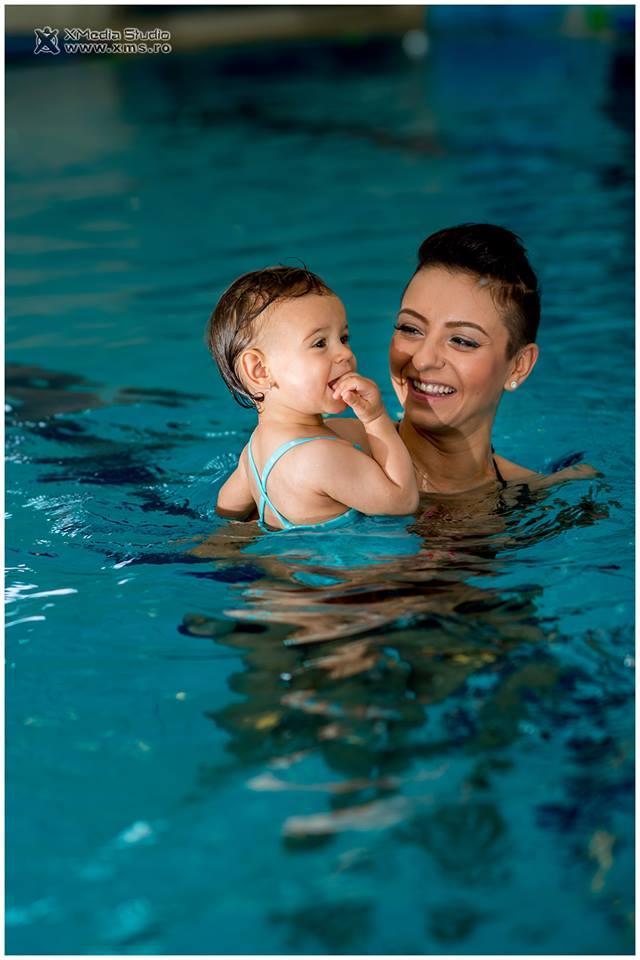 fiica giulia piscina