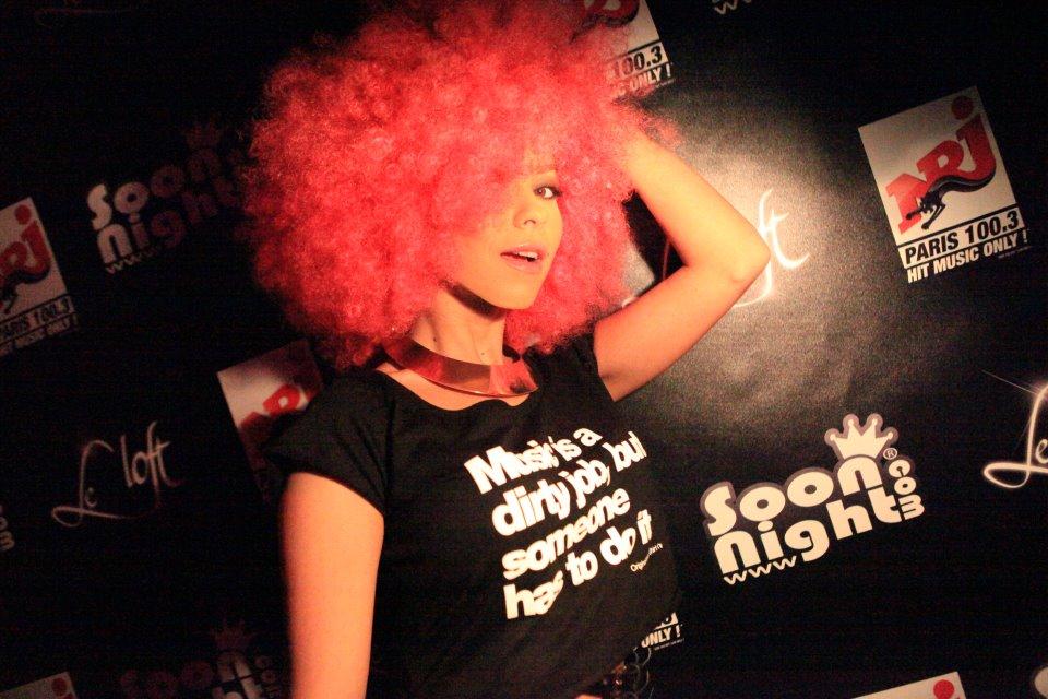 inna peruca roz